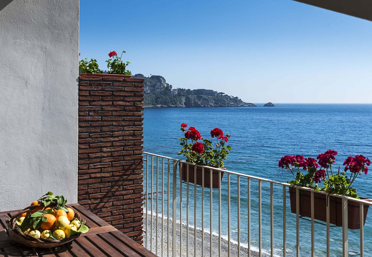 Apartment in Taormina - Lovely seafront flat - 2 pax