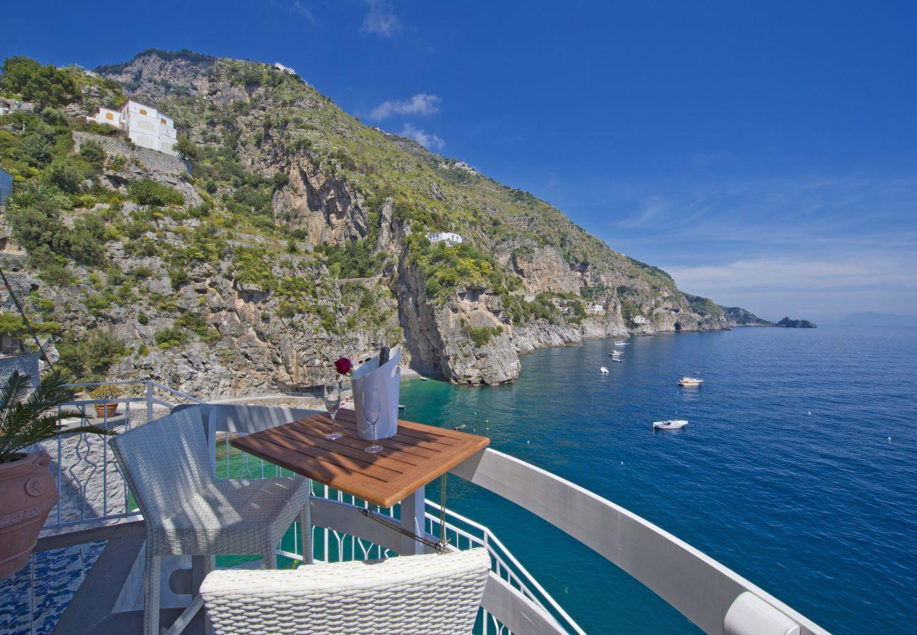 Studio in Praiano - Romantic Room - Set in the Rock, overlooking the sea