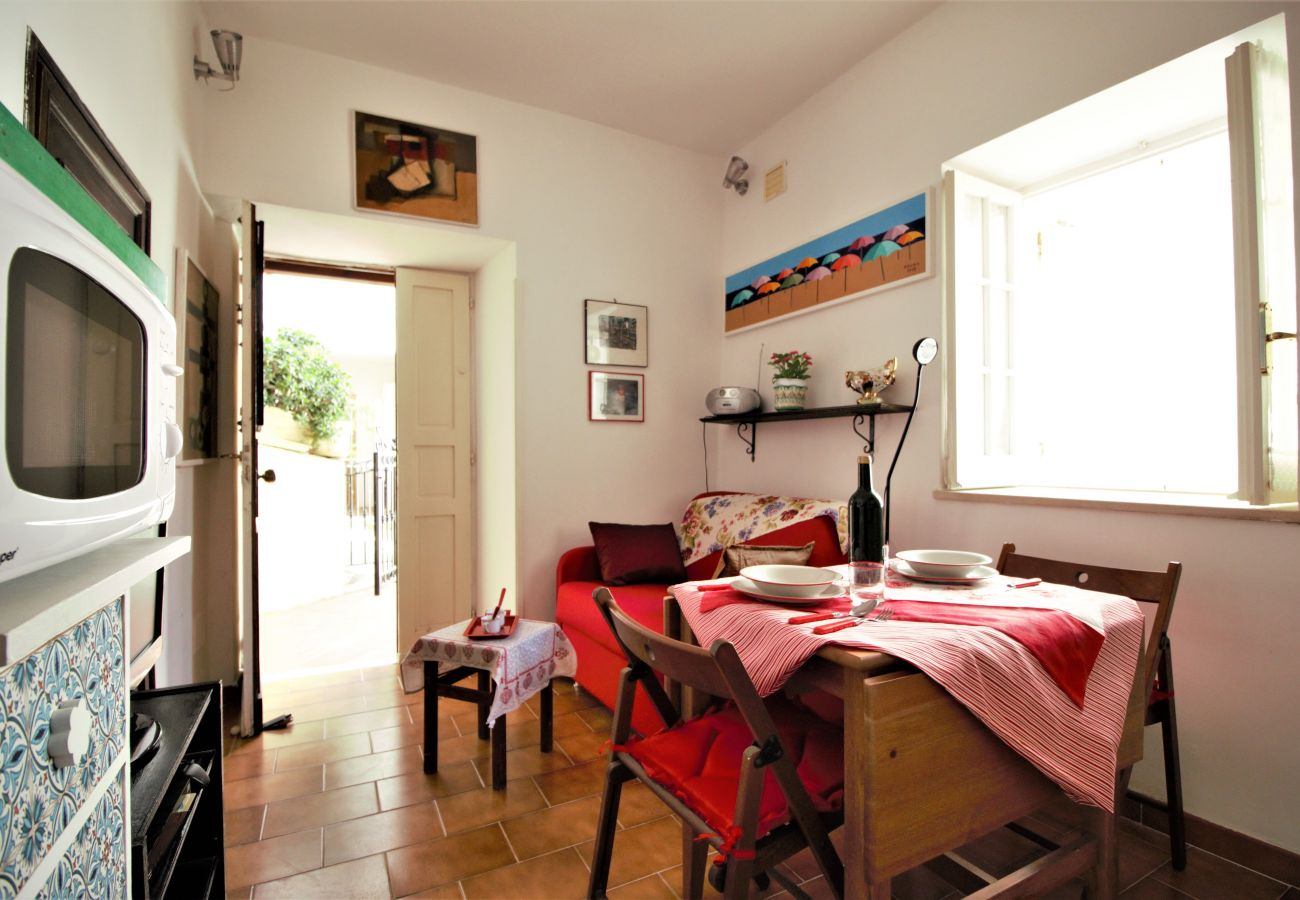 Apartment in Sperlonga - Lovely two-room apartment in the historic center