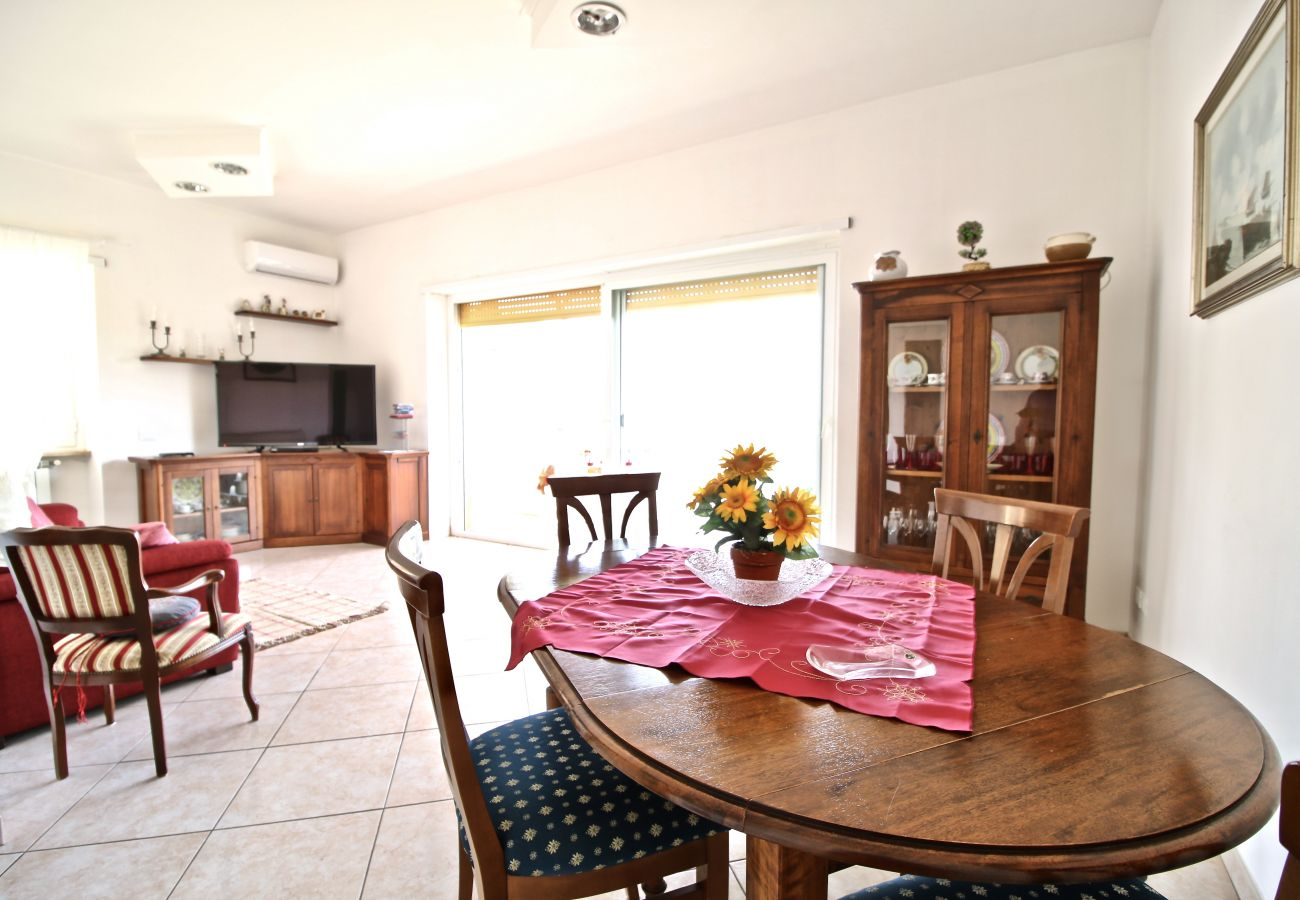 Apartment in Terracina - Fantastic sea view house just steps from the beach