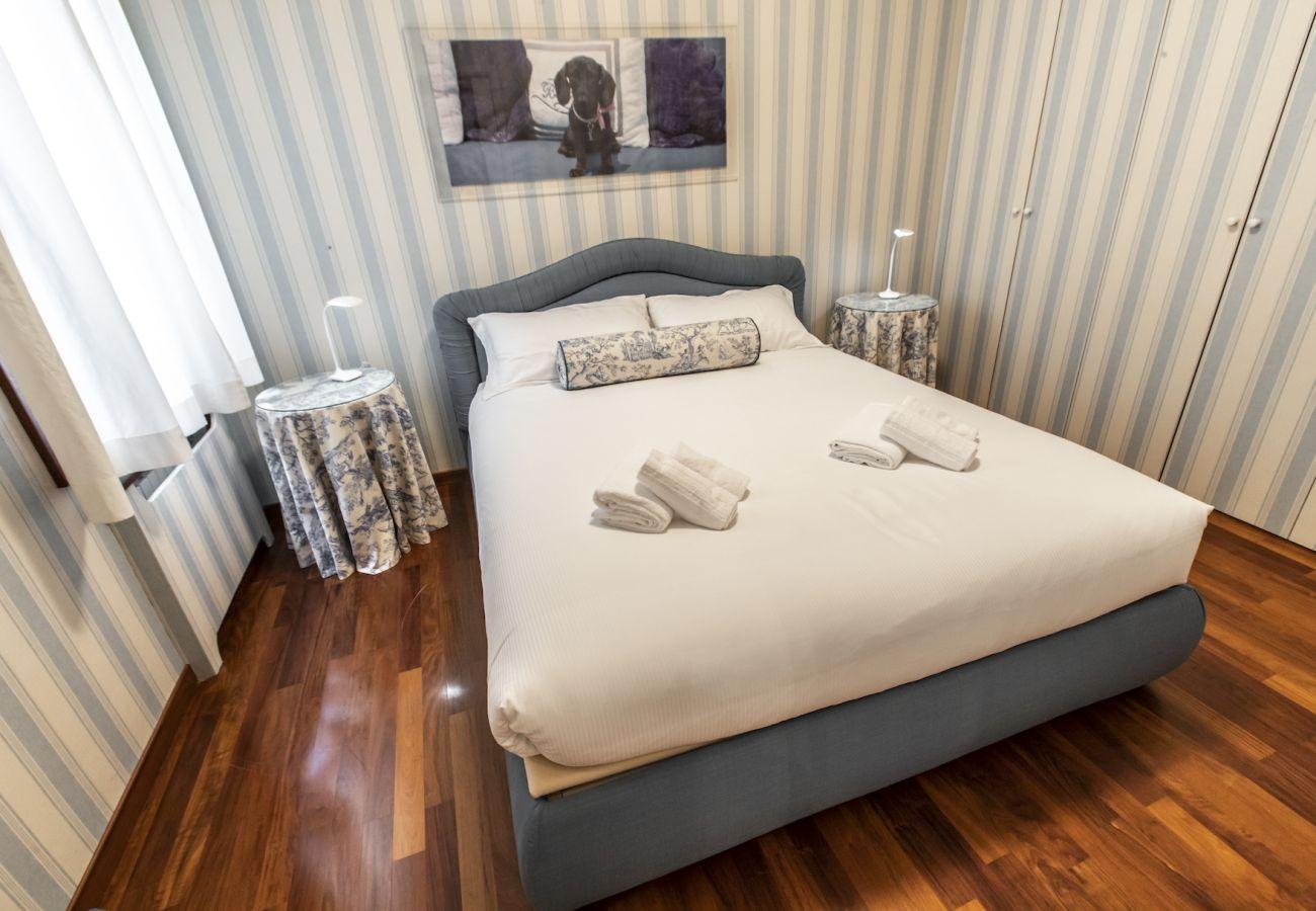 Grande camera da letto con bagno privato